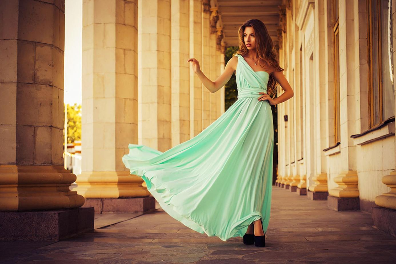 cc18e1b072 Romantyczne sukienki z falbanami – wiosenny przegląd z wybiegów